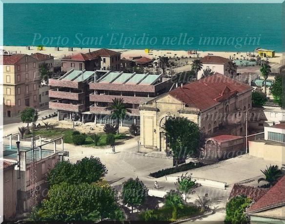 Vecchia sede comunale in fase di ultimazione 1961, di fianco il teatro Beniamino Gigli. - foto del gruppo facebook Porto Sant'Elpidio nelle immagini